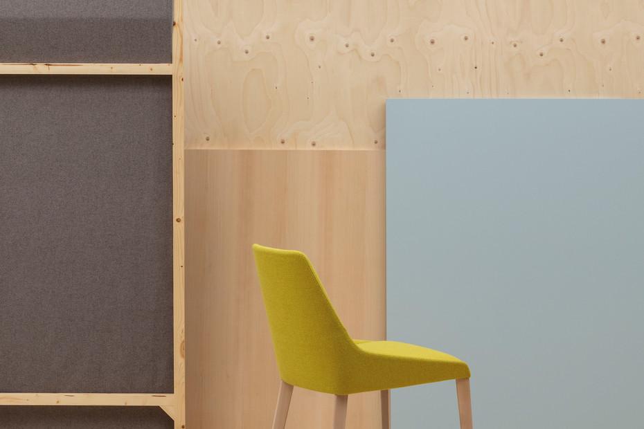 Alya chair wooden base