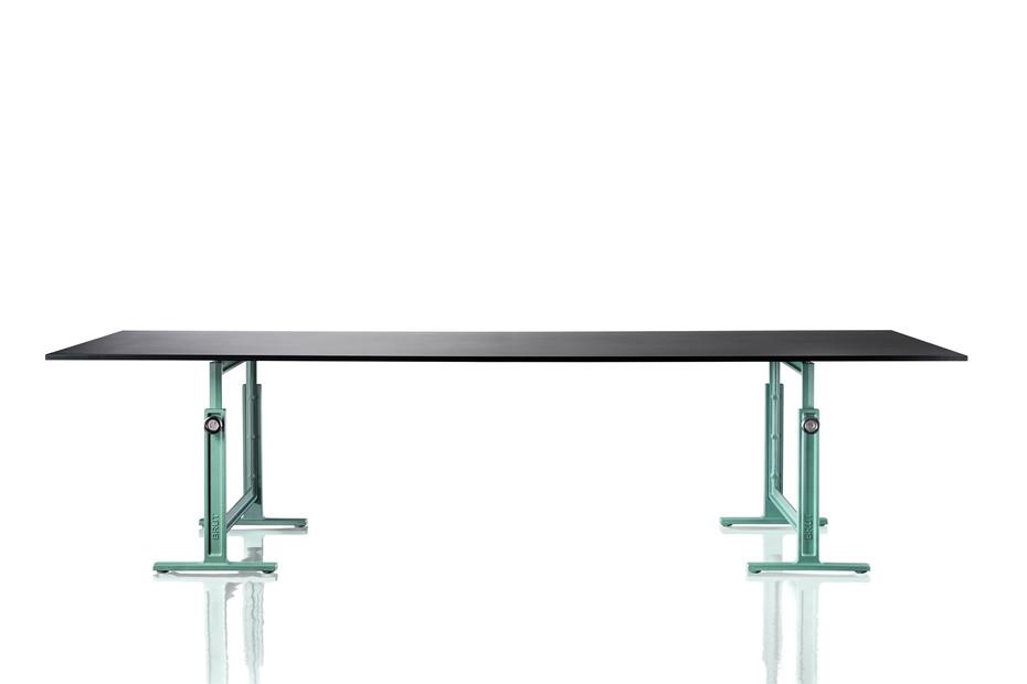 BRUT high adjustable table