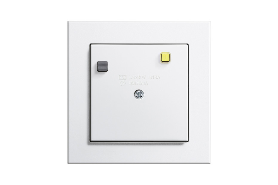 E2 socket outlet with residual current protection
