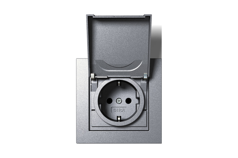 E2 socket outlet with hinged cover