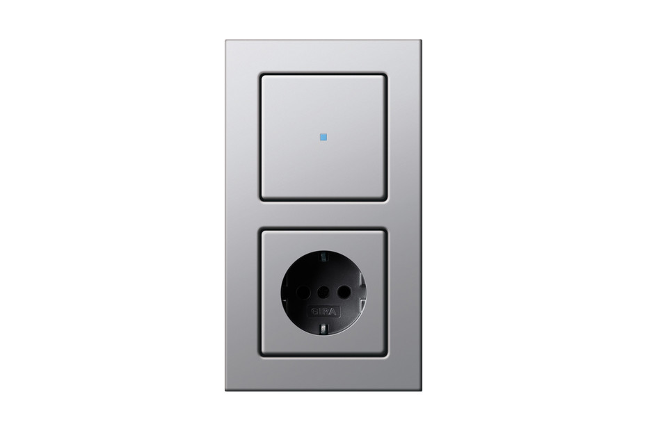 E22 control switch/socket outlet