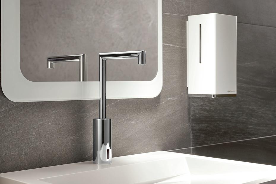 HEWI SENSORIC Electronic washbasin fitting AQ 162