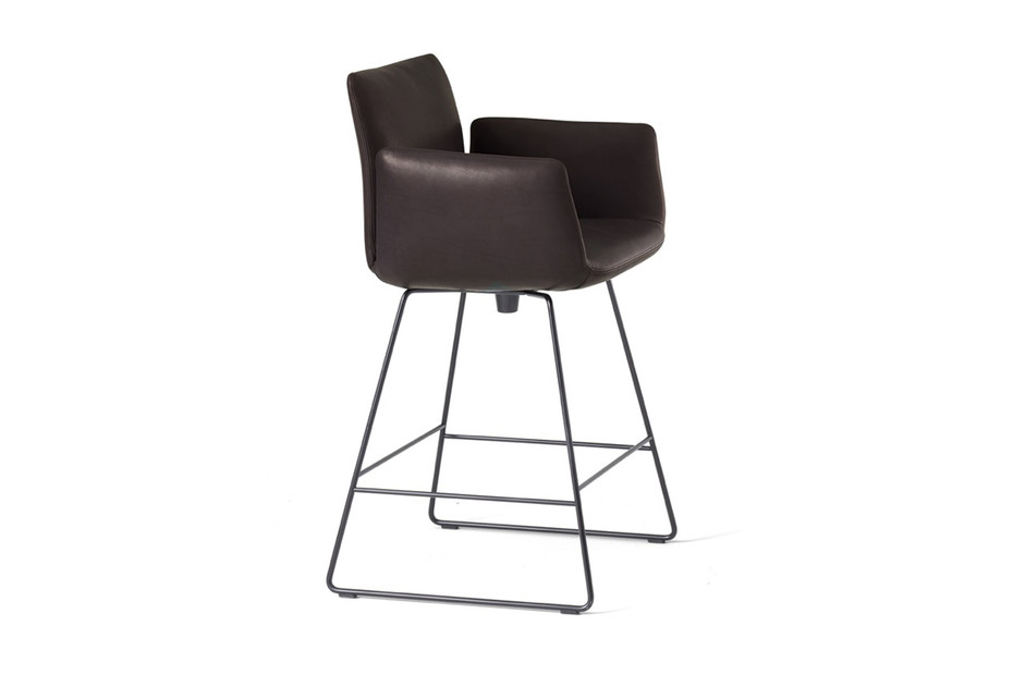 Jalis bar stool with armrests
