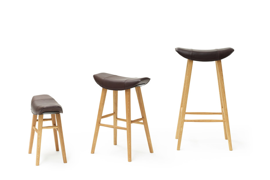 Kya stool seat with wooden frame