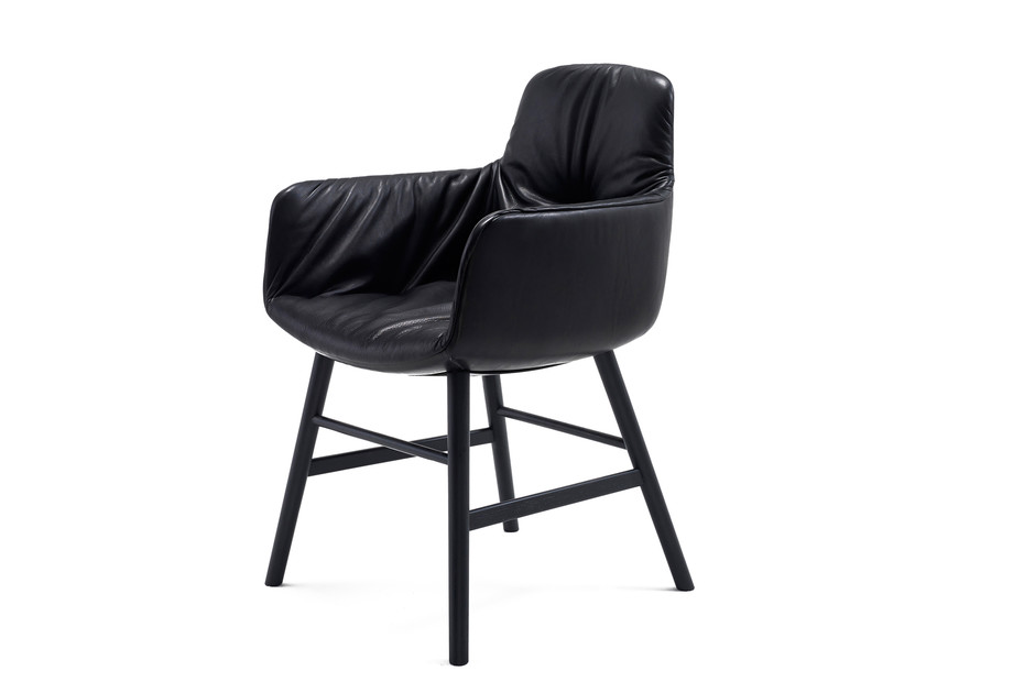 Leya armchair high with wooden frame round