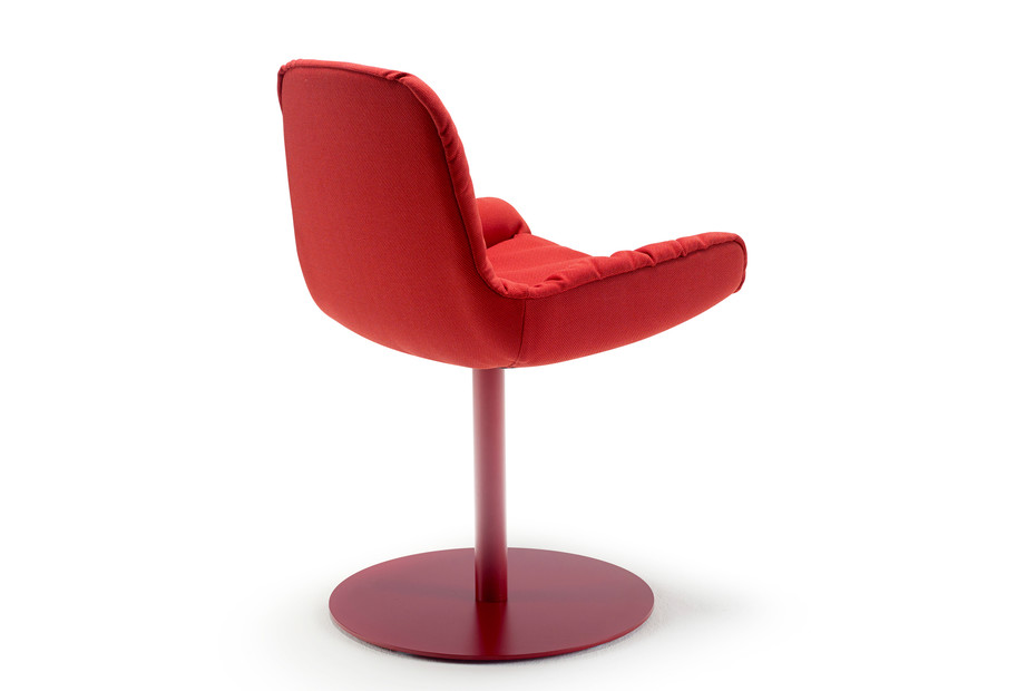 Leya armchair low with central leg
