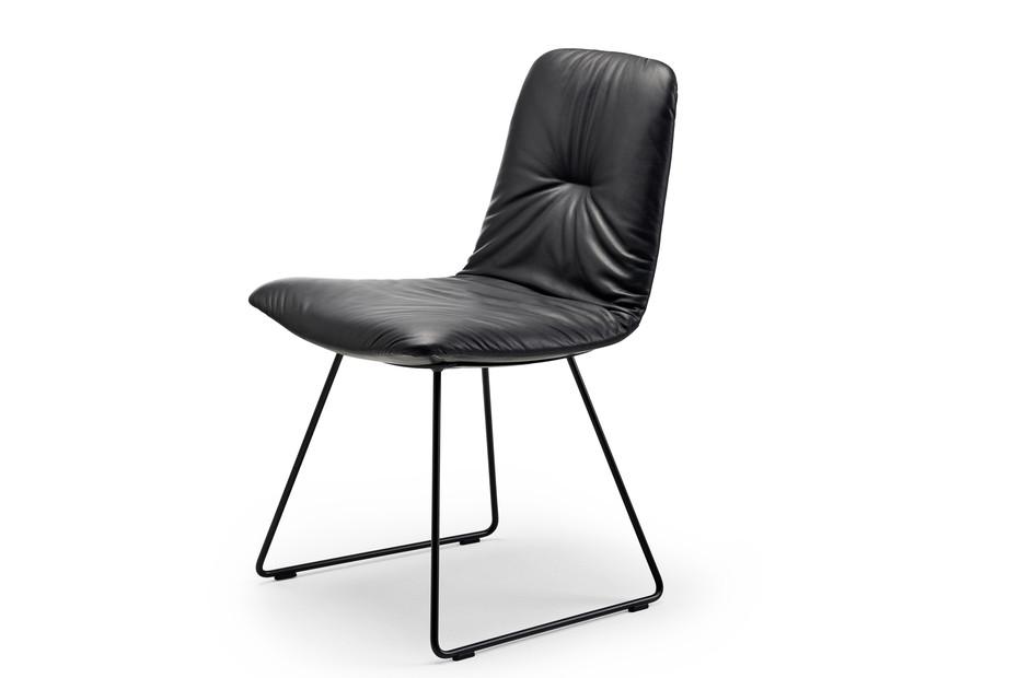 Leya chair with skid frame