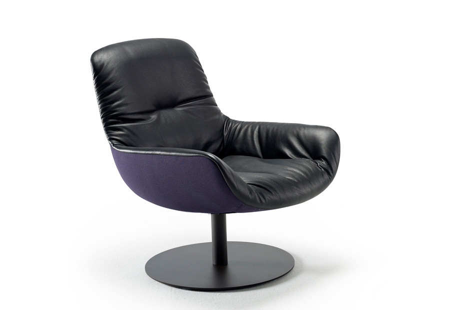 Leya Lounge Chair mit Tellerfuß