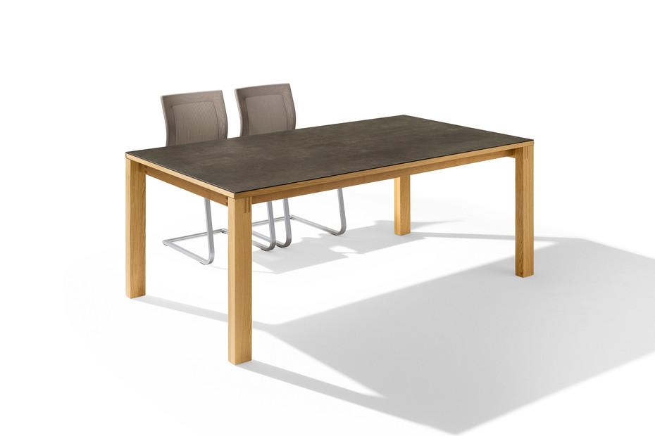 magnum Tisch