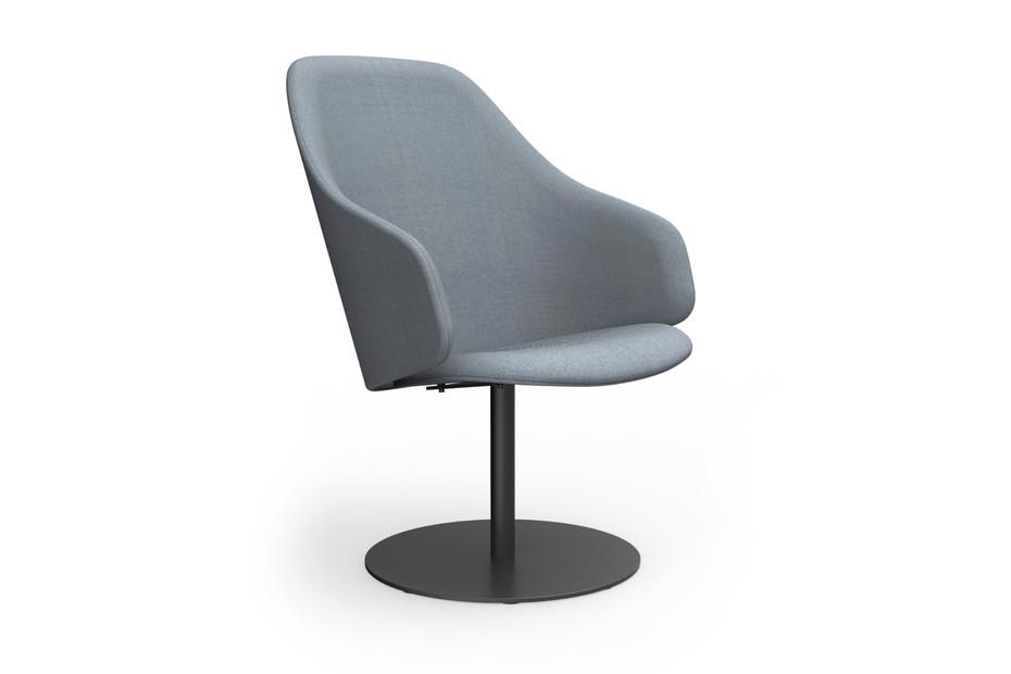 Sola Lounge Chair mit Armlehnen und Fußplatte