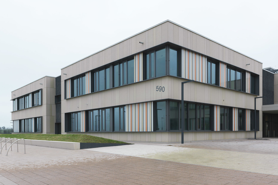 concrete skin, Middle & Highschool Spangdahlem