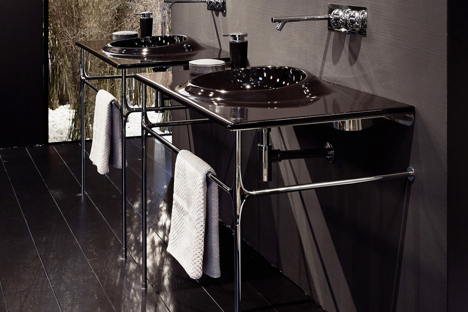Istanbul washbasin with metal rack