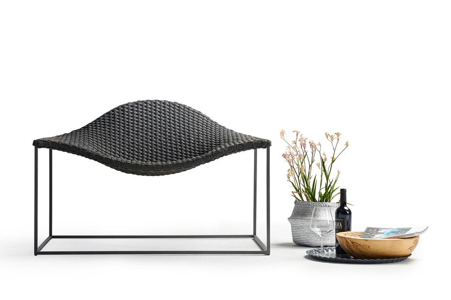 Wave lounge armchair