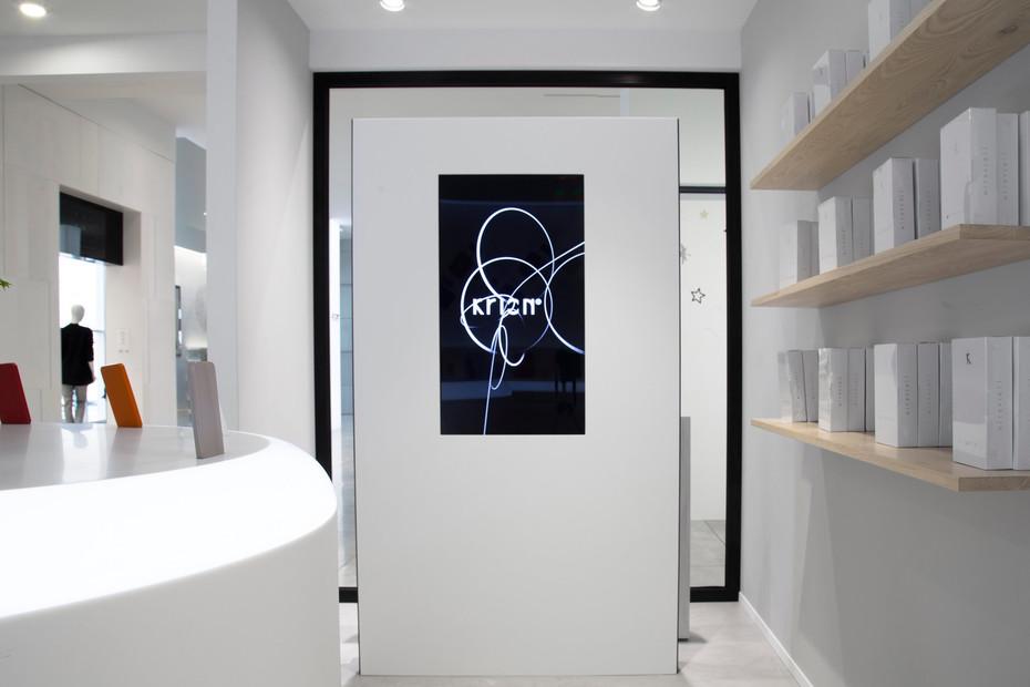 Showroom Electronica L105. Carrara Dark, 6301. Fruit, 6901 Black Metal