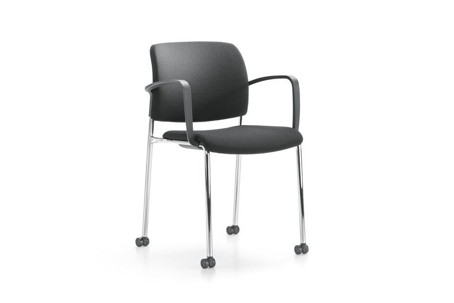 Yanos chair with armrests