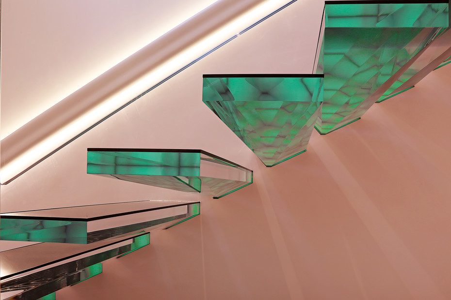 cantilevered stairs acrylic
