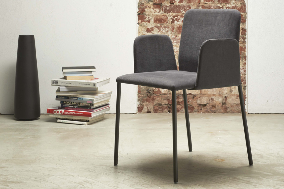 CORBO with low backrest and armrest