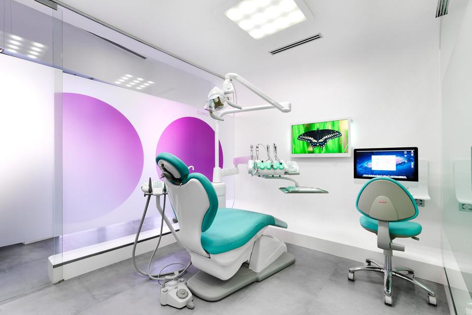 Ortega & Cubillo Dental Clinic 4102. Extreme Light