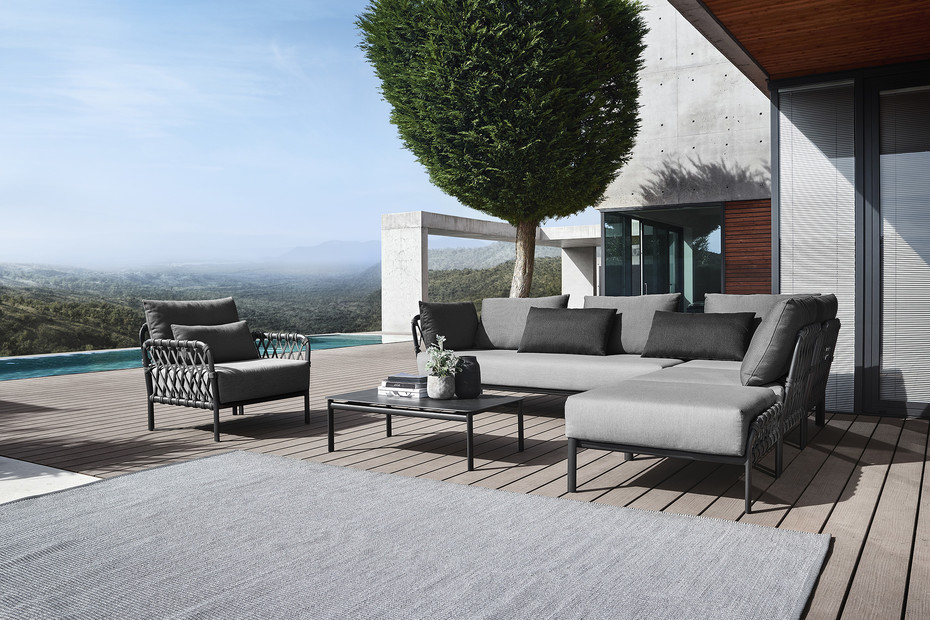 Caro lounge table 1