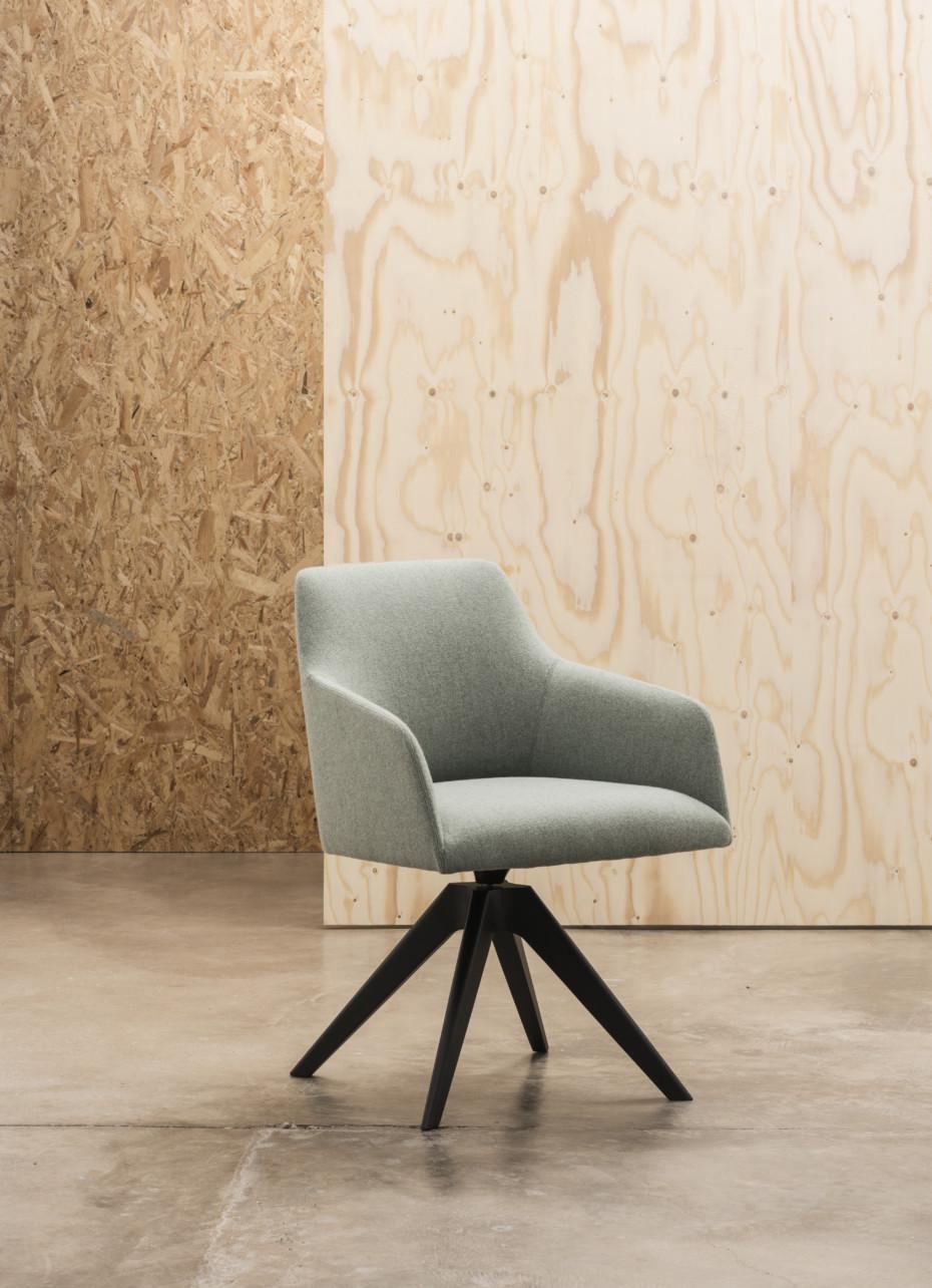 alya holzdrehgestell von andreu world stylepark. Black Bedroom Furniture Sets. Home Design Ideas