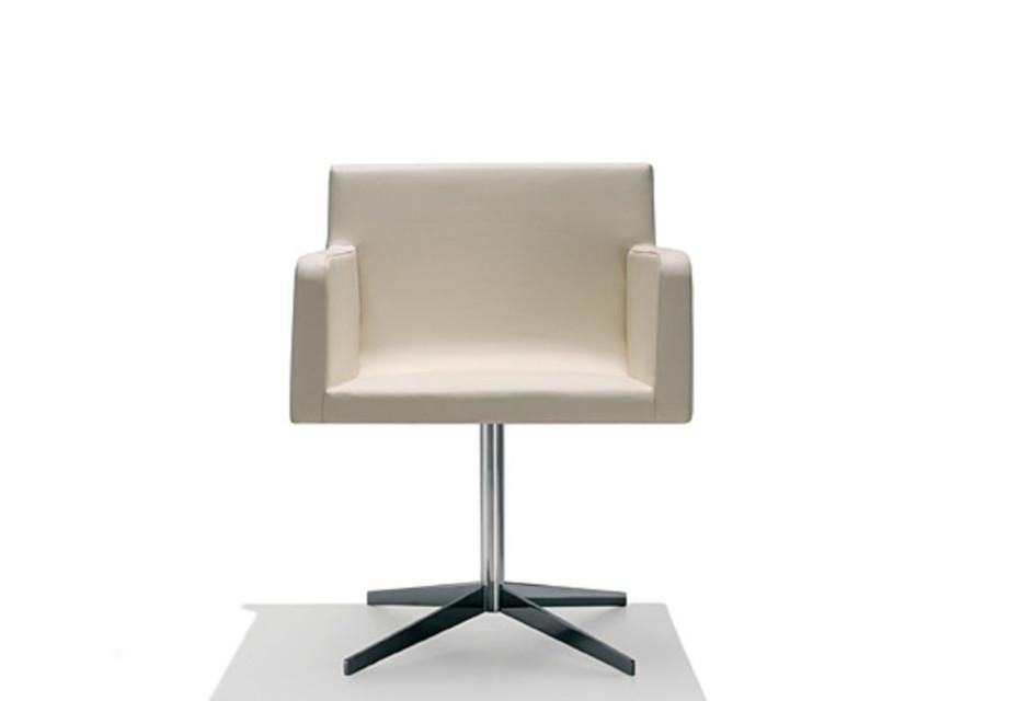 Lineal Comfort swivel armchair