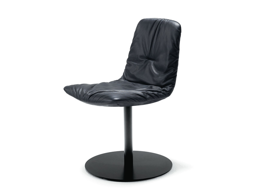 Leya chair with central leg