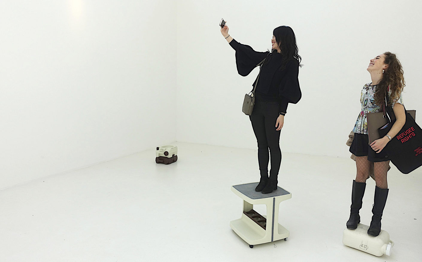 """Sculpture as a fun action, which is immediately which is immediately fed into the digital networks: One of the participatory """"one minute sculptures"""" by Erwin Wurm in the pavilion of Austria."""