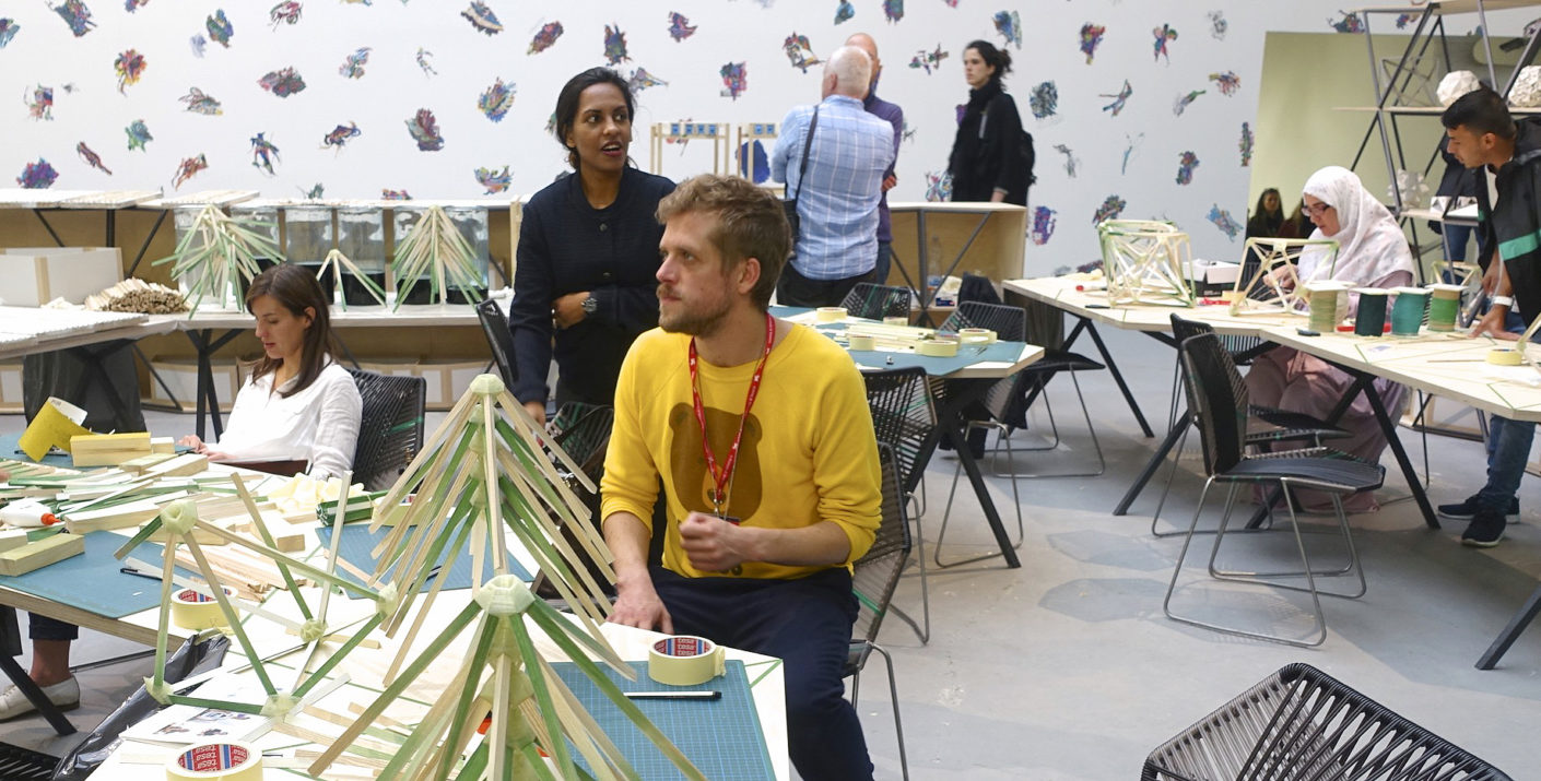 Learn what the great artist has given: Ólafur Elíasson invites visitors to work together with refugees and asylum seekers to create lamps designed by him.