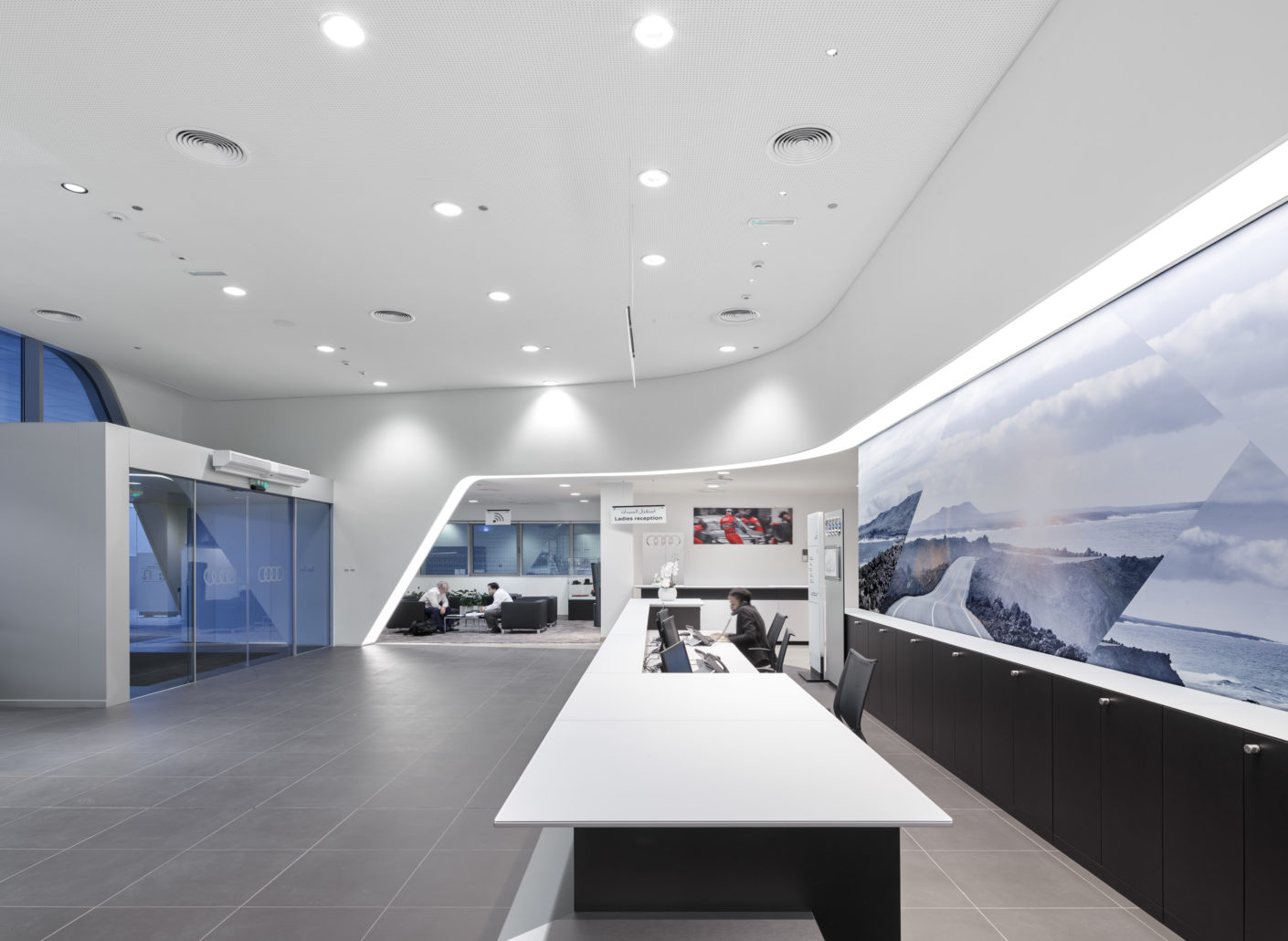 "At the reception of the Audi Service Center in Dubai, Zumtobel's ""Diamo"" downlights ensure a precise light distribution without glare or stray light."