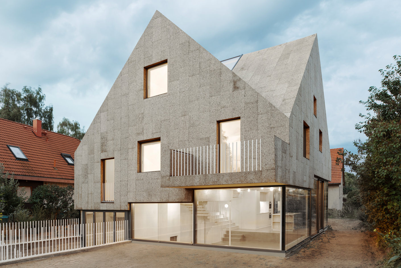 Cork Screw House, family house with cork facade, Berlin-Staaken