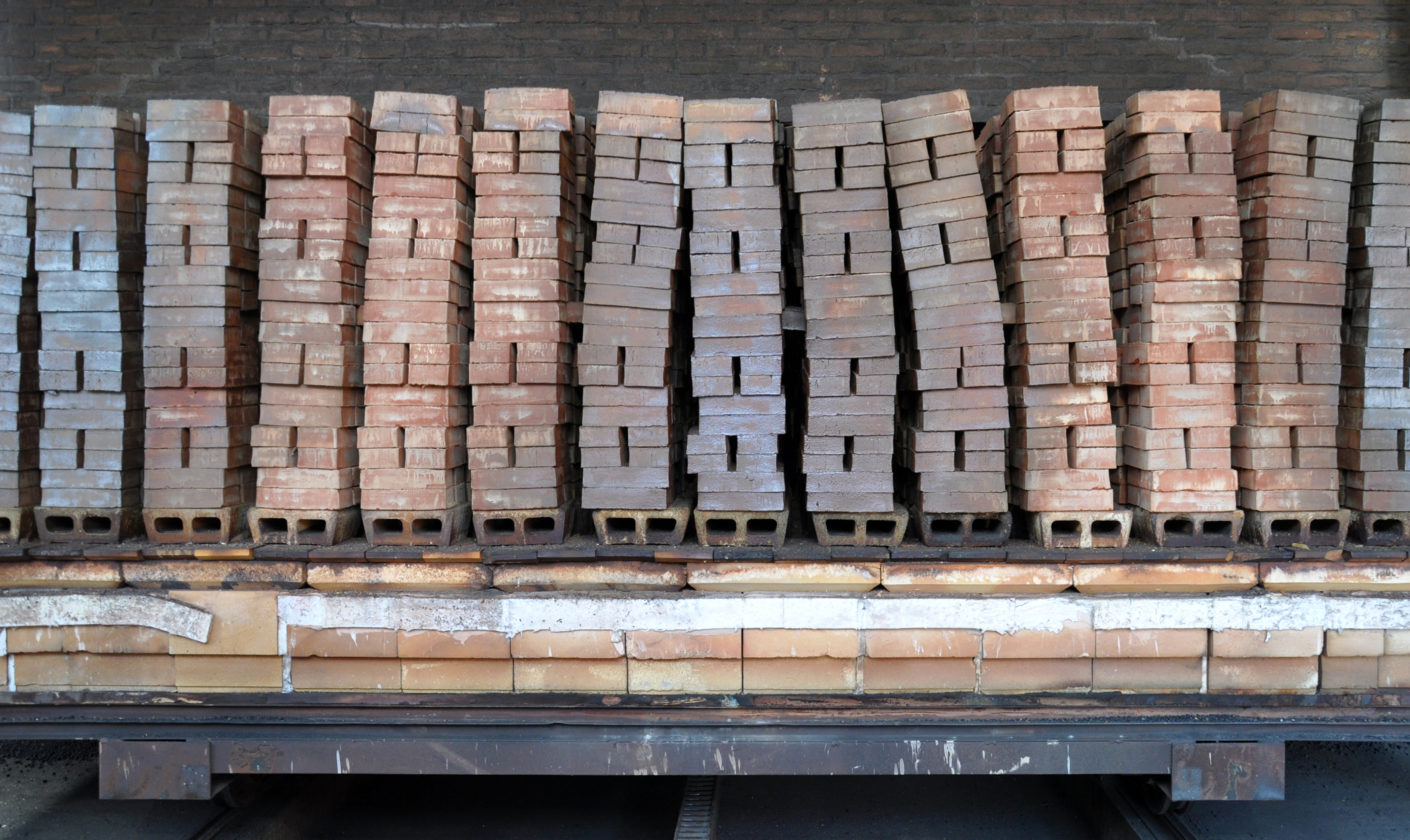 The color of the clay and the temperature at which it is fired decide the final color: bricks after firing.