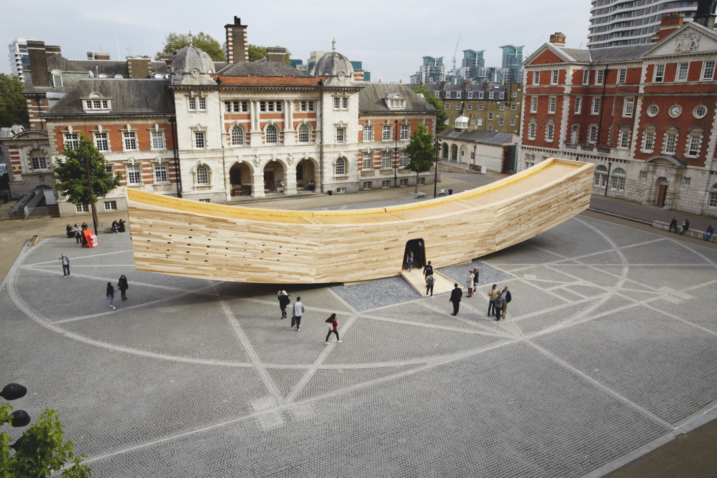 Pavillon The Smile aus Schichtholz von Alison Brooks mit Arup Ass., London  Design Festival 2016, neben Tate Britain