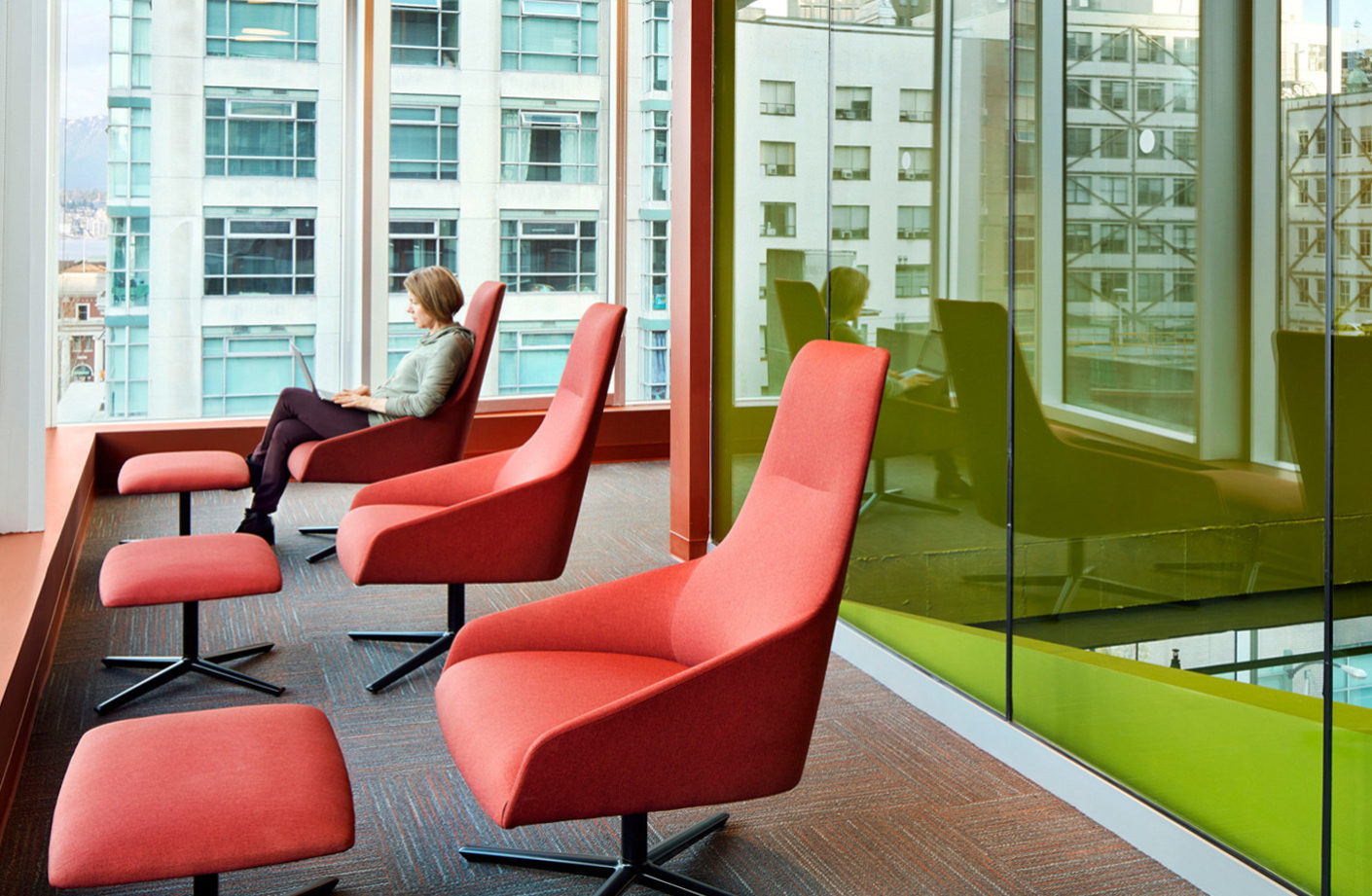 Cheerful atmosphere: The Alya Lounge Chair by Andreu World at the canadian Adler University are upholstered in bright orange and green.