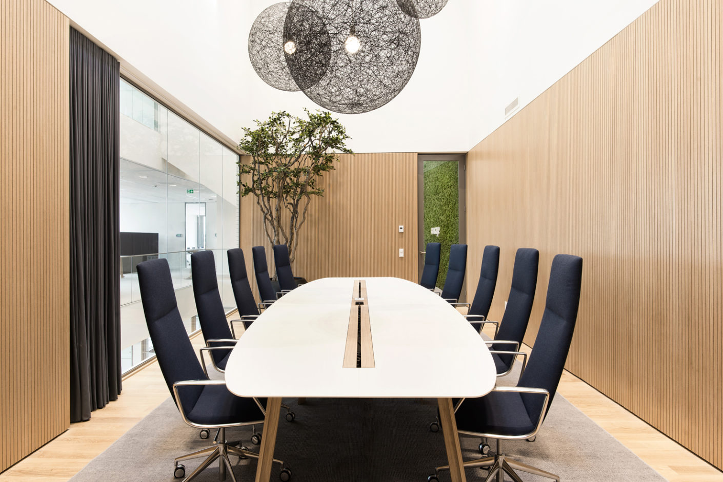 """Lievore Altherr Molina avoided any visible technology in their design for the """"Catifa Sensit"""" office chair, which combines ergonomic seating comfort with elegant contours."""
