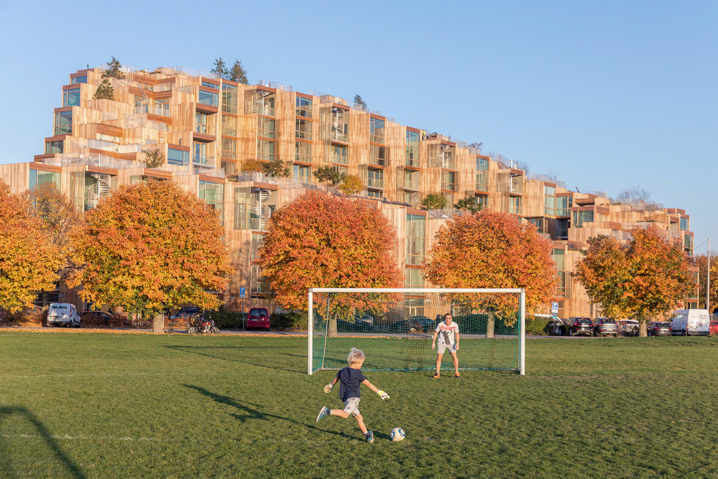 "BIG's ""79 & Park"" residential complex borders on a large landscape park to which the complex turns its low side."