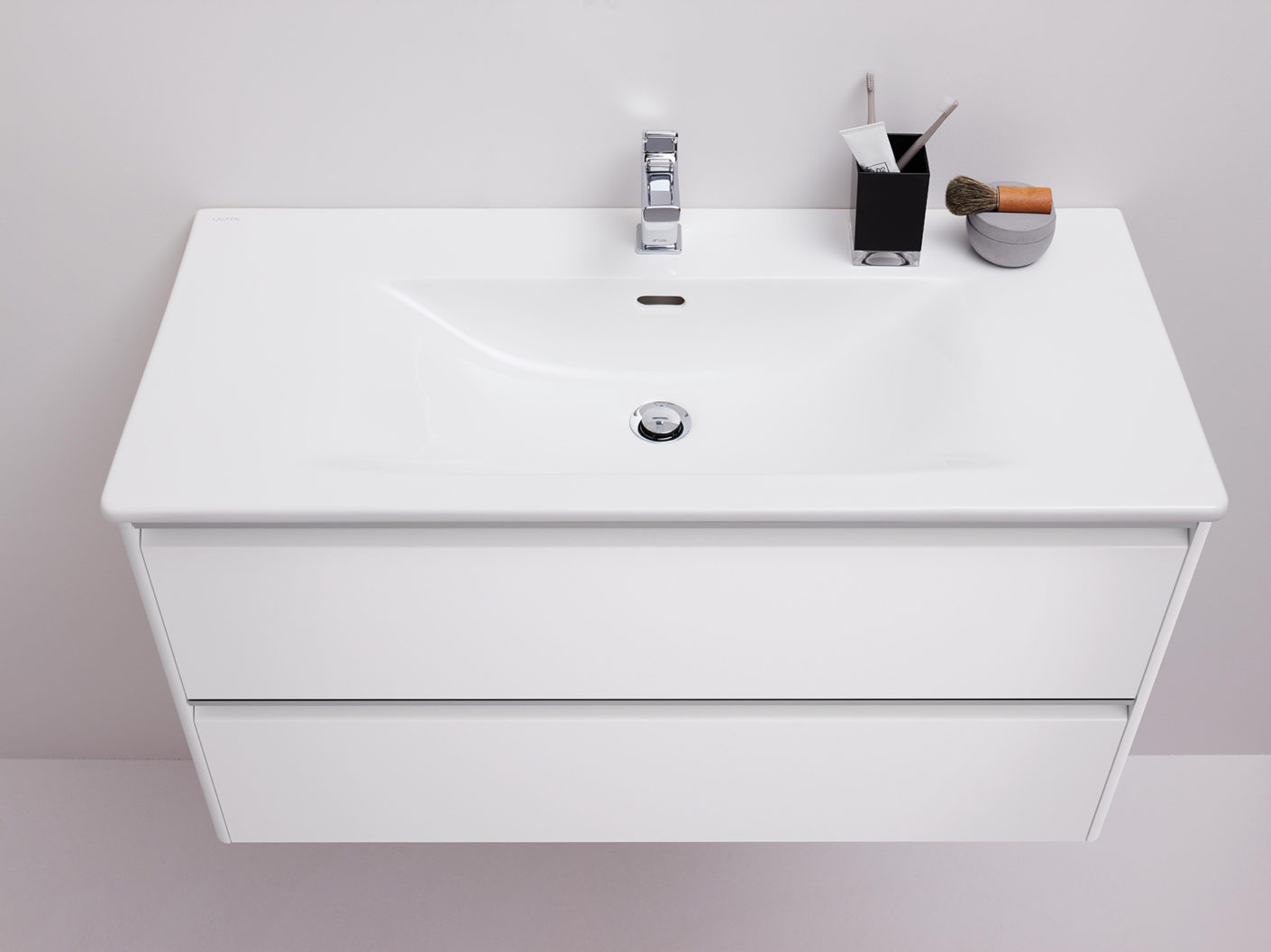 "The new washbasin from the ""Palace"" series by Andreas Dimitriadis and the vanity unit from the ""Base"" bathroom furniture collection"