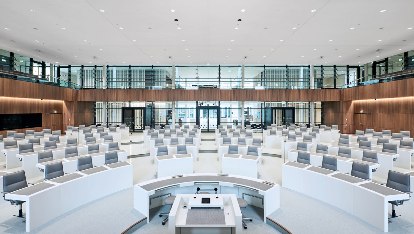 Colt's sound reflective slats provide perfect acoustics in the state parliament of Lower Saxony.