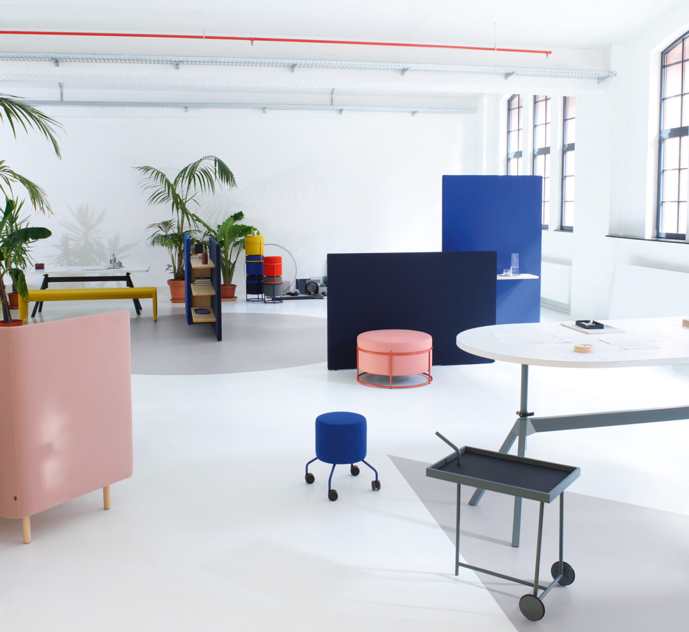 For the seemingly homey zones within the office the designers developed furniture – these can now be playfully combined and fit both worlds.