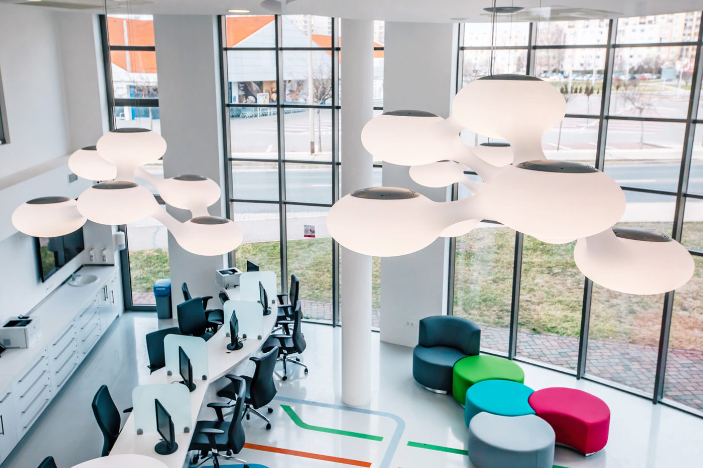"With its molecular structure and together with the cheerful colors of the seating and spinning, ""Cosmo"" loosens the clinical atmosphere."