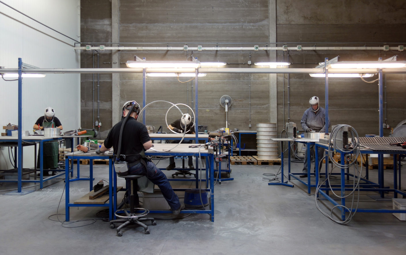 "Participants had the opportunity to accompany different parts of the production process, namely to observe how aluminum sections are made for the ""Super-Oh!"" series, and see the LEDs being inserted into the ""Supernova"" luminaire."