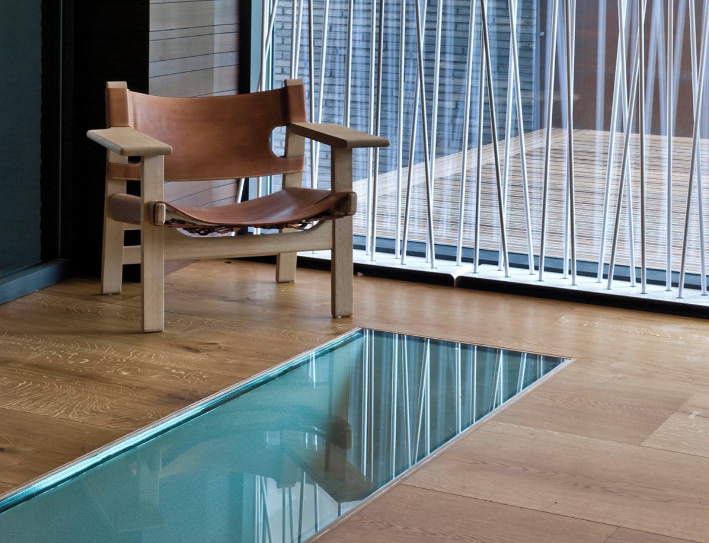 Glassfloor inserts provides transparency between the rooms.