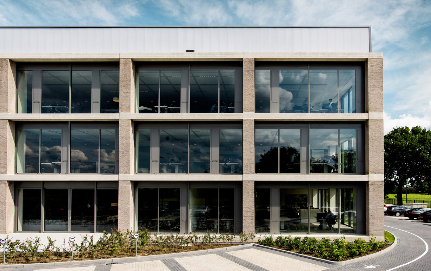 Dreessen Willemse Architecten designed Össur's European headquarter with a rational structure and a clearly open character.