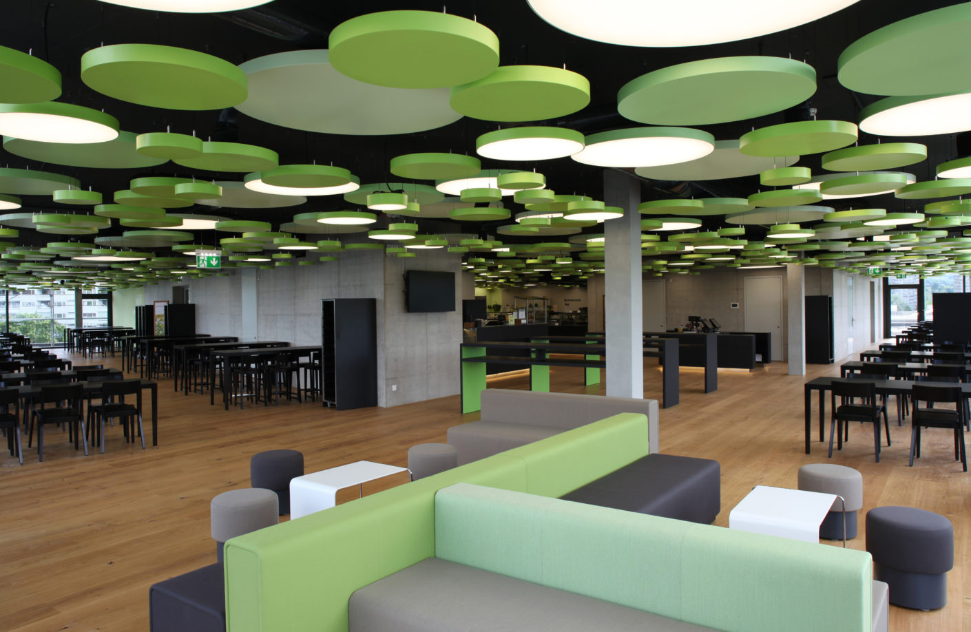 Available as flush-mounted, ceiling mounted or pendant luminaires and in a wide range of sizes, the round lighting unit can be easily integrated into a variety of architectural styles.