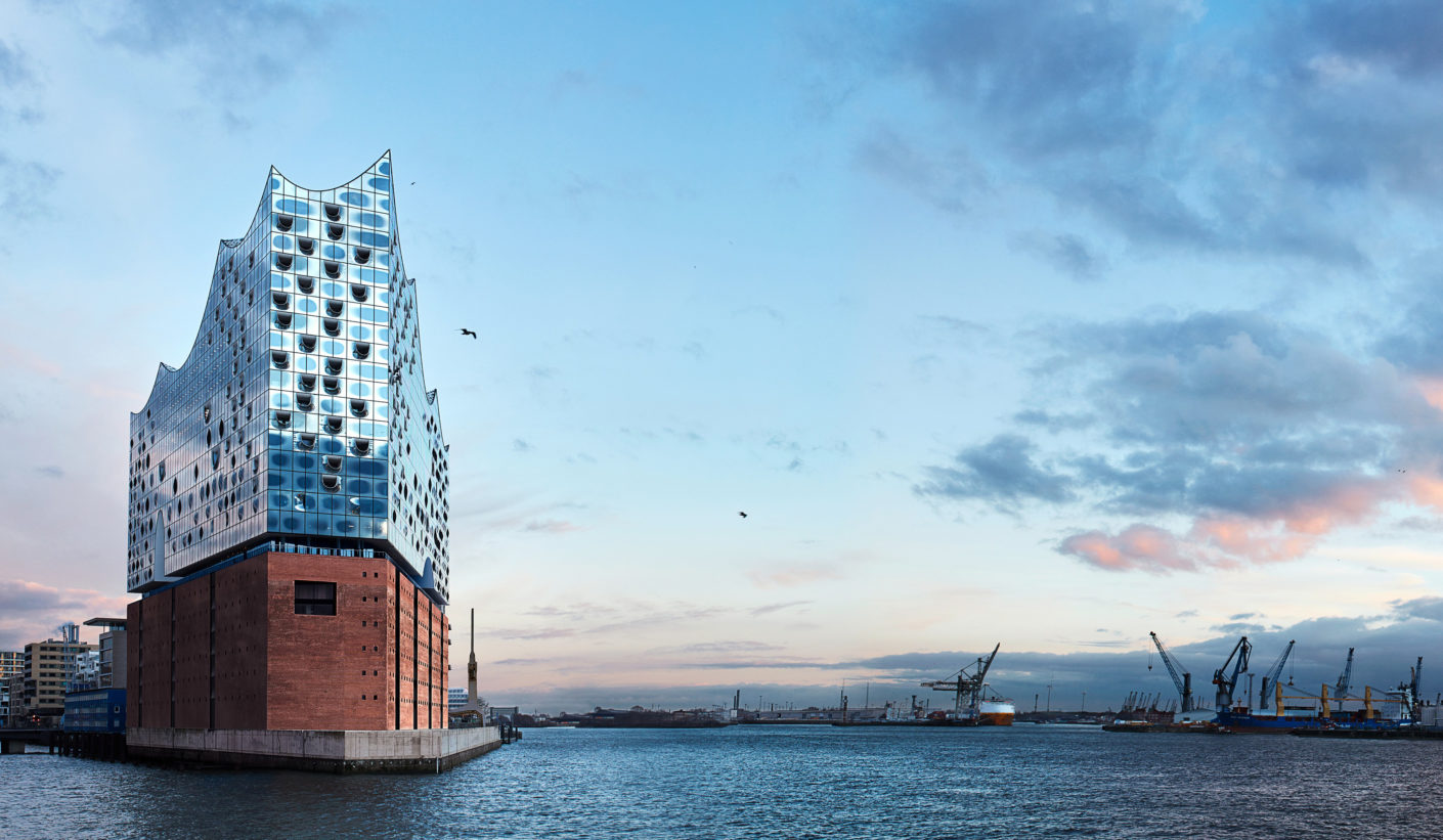 View of the Elbe: The Westin Hotel Hamburg is to be found under the roof of the spectacular Elbe Philharmonic Hall designed by Herzog & de Meuron.