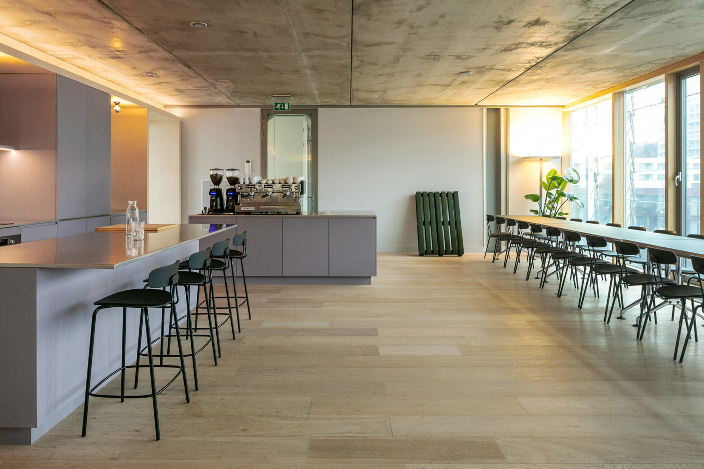 Enbiun creative agency in Amsterdam with furniture by Zeitraum