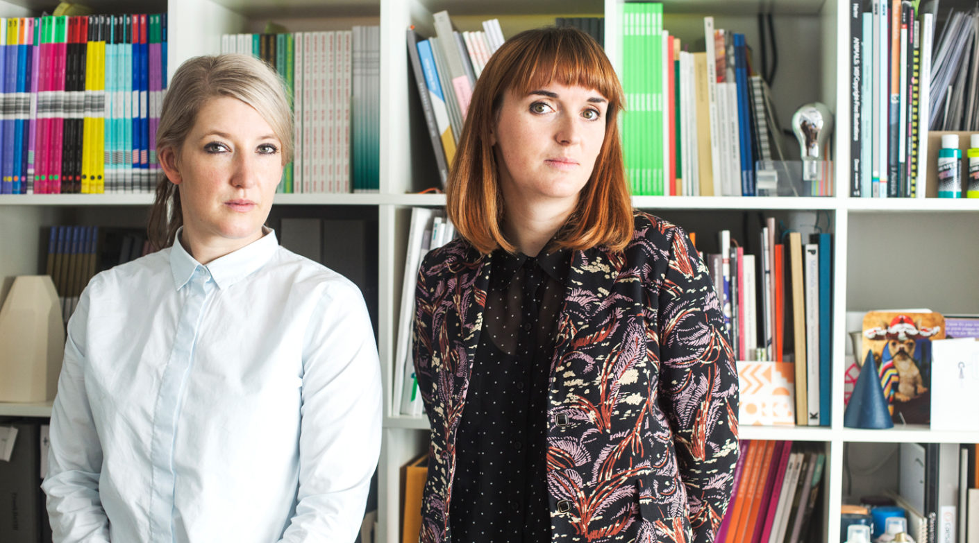 "Kate Franklin (le.) und Caroline Till (r.) lead the multidisciplinary design research agency ""FranklinTill""."