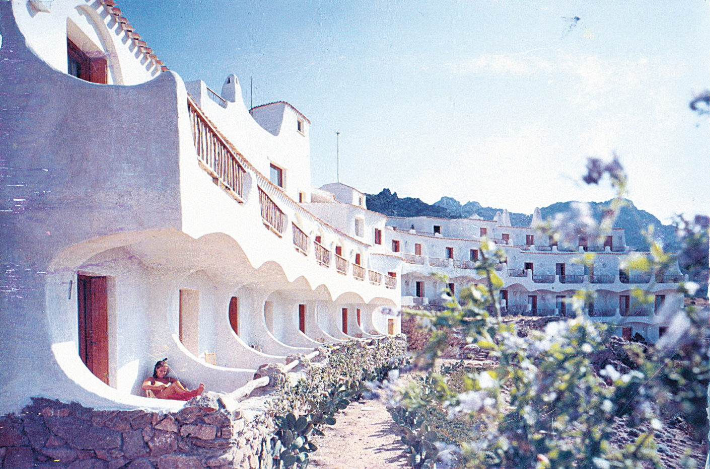 The Hotel Luci de la Muntagna by Michele Busiri Vici (photo c. 1965)