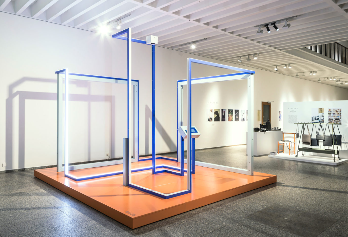 The installation by Jung highlights all of flat switch LS 990's fundamental aspects for its 50th anniversary: its geometrical shape, touch by human users, its movement and the response this elicits in the form of light and sound in the space.