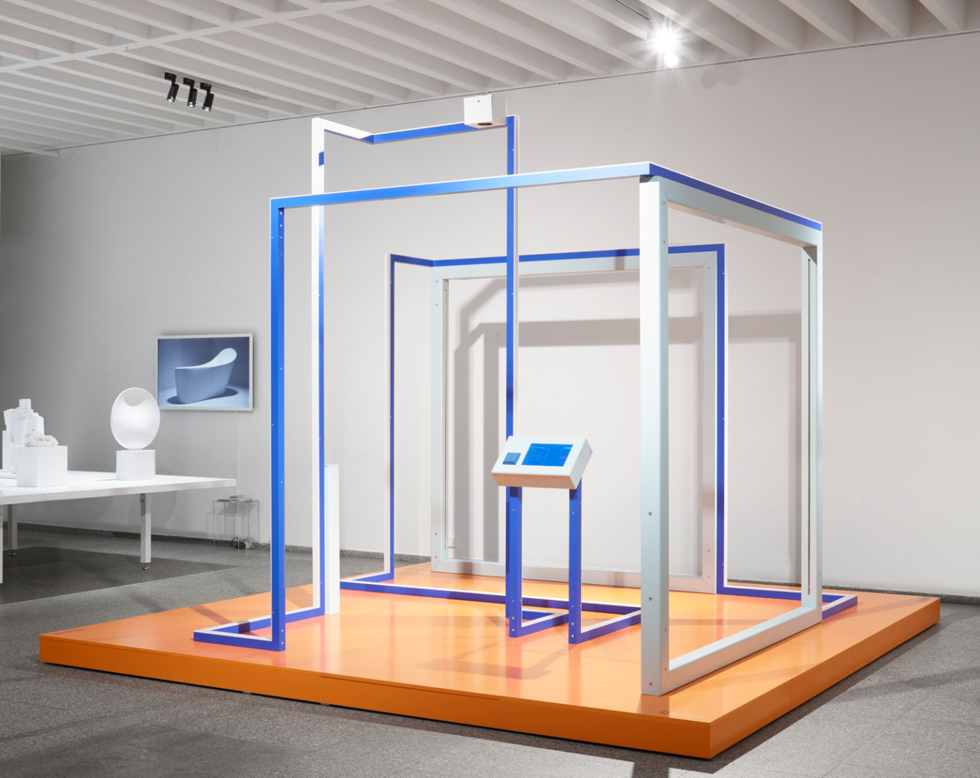 "For the 50th anniversary of the light switch LS 990, Jung translated its elementary components into the interactive installation ""Play to the gallery""."