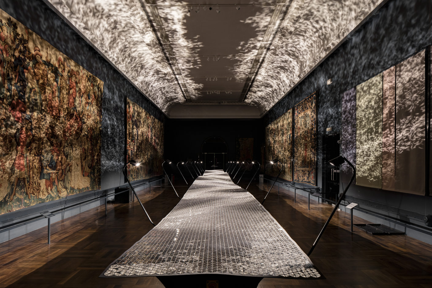 "Gobelin Saal V&A  London, Installation ""Foil"" Von Benjamin Hubert, London Design Festival 2016"